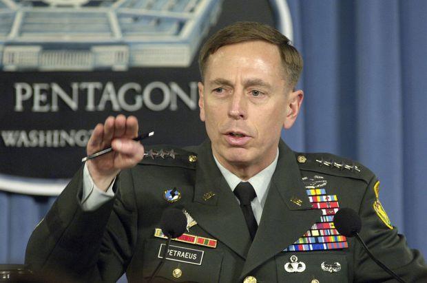 1024px-David_H._Petraeus_press_briefing_2007